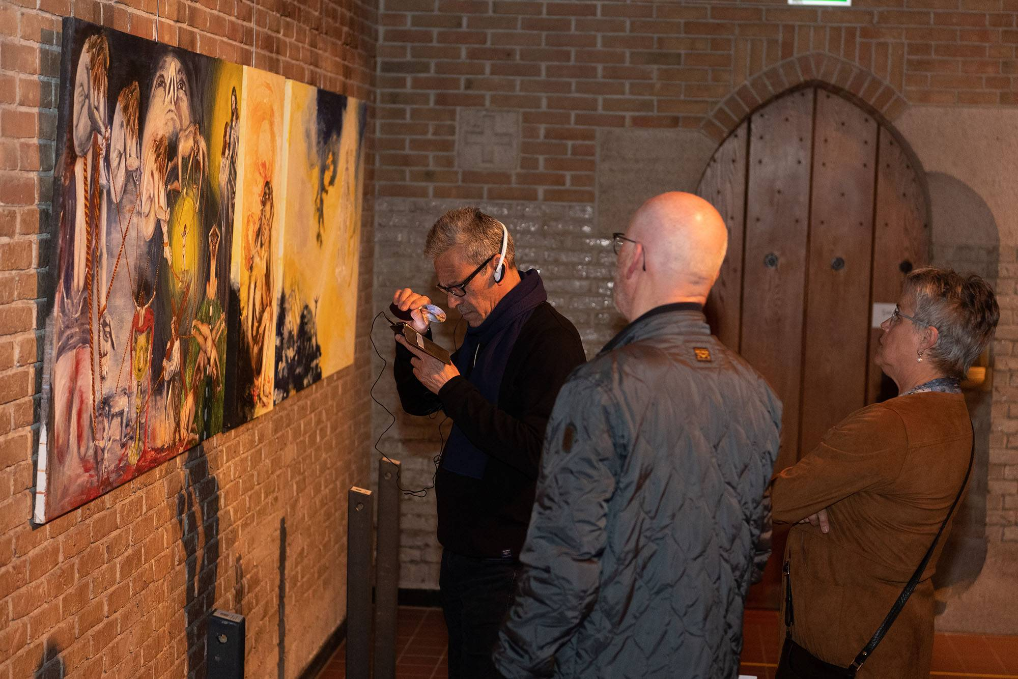 Impression exhibition First see then believe in the Mariengaarde chapel, by Jofke. For an exact description of this picture you can mail to kunst@jofke.nl