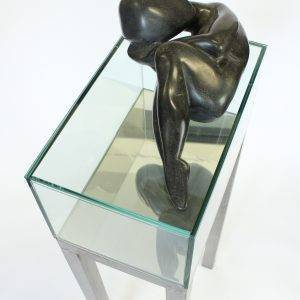 (dis)tension, 25 x 35 x 100 cm, serpentine sculpture on metal and glass base