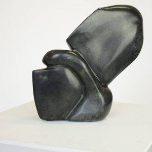 (re)action, 25 x 15 x 35 cm, serpentine sculpture on pedestal
